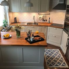 32 Beautiful Small Kitchen Design Ideas And Decor. If you are looking for Small Kitchen Design Ideas And Decor, You come to the right place. Below are the Small Kitchen Design Ideas And Decor. Huge Kitchen, Kitchen On A Budget, Home Decor Kitchen, Kitchen Dining, Small Cottage Kitchen, 10x10 Kitchen, Smart Kitchen, Small Kitchen Interiors, Kitchen Ideas Simple