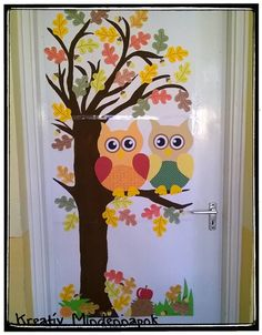 Őszi iskolai nagy ajtódísz - Autumns doorornaments in the school Fall Window Decorations, School Wall Decoration, Decoration Creche, School Door Decorations, Fall Decor, Owl Classroom Decor, Fall Classroom Decorations, Owl Crafts, Crafts For Kids