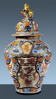 similar to Chinese vase from Octagon and brought back from Japan or China by Uncle Walter Vase Centerpieces, Vases Decor, Wall Vases, Delft, Japanese Porcelain, Japanese Vase, Wooden Vase, Vase Shapes, Ceramic Art