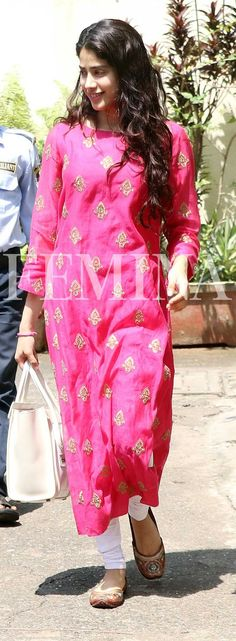 She is putting basic Indian wear separates back on the style charts. We totally approve of her simple yet statement-making separates. Salwar Designs, Blouse Designs, Indian Attire, Indian Wear, Indian Dresses, Indian Outfits, Indian Clothes, Ethnic Fashion, Indian Fashion