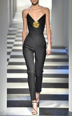 https://assets10.modaoperandi.com/images/products/589215/178356/58b0b316/large_oscar-de-la-renta-black-strapless-jumpsuit.jpg?_v=1487975208
