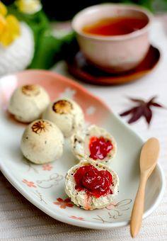 Mochi-Pan (Korean Sesame Bread)