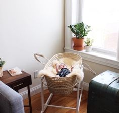 Interview with minimalist Claudia Arroyo on www.hippieindisguise.com // photos of beautiful small space minimal interiors and discussion of the many benefits of the minimalist lifestyle