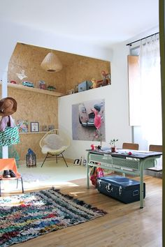 OSB becomes like a color-blocked design element, making a corner stand out from the rest of the room. Rooms Decoration, Room Decor, Casa Kids, Mini Loft, Deco Kids, Room Tour, Kid Spaces, Space Kids, Kids Decor