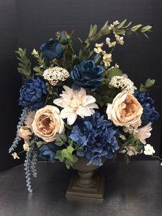 Silk Floral Arrangements, Beautiful Flower Arrangements, Wedding Flower Arrangements, Beautiful Flowers, Wedding Centerpieces, Centerpiece Ideas, Garden Types, Diy Garden, Garden Ideas