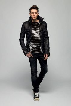 02 a striped jersey, jeans, a leather jacket and sneakers - Styleoholic