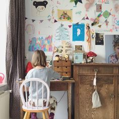 How to Create a Gallery Wall in your Kids Room http://petitandsmall.com/create-gallery-wall-kids-room/
