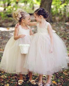 idées de coiffures petite fille: demoiselles d'honneur superbes