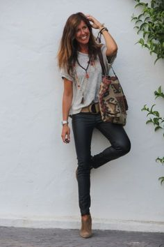 Leather pants done oh-so well!! So much style. I love everything about this outfit!