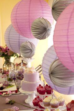 magnifique table entre le violine et le lilas