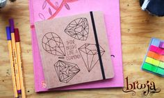 Ilustración unatalR Sketchbook Formato 15x15cm 72 hojas papel bond ahuesado de 90 gr Portada de Kraft Sena. Adquierelo en https://www.kichink.com/stores/brooja#.Uu07T3ddVYV  ::Portafolio de unatalR:: https://www.behance.net/unatalR http://www.flickr.com/photos/talesfotosdelatalrocio/ #kichink #sketchbook #notebook #handmade #onlineshopping