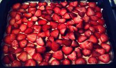 Opskrift på Mettes lækre jordbærkage Cook N, Danish Food, Cake Recipes, Sweet Tooth, Deserts, Strawberry, Food And Drink, Sweets, Slik