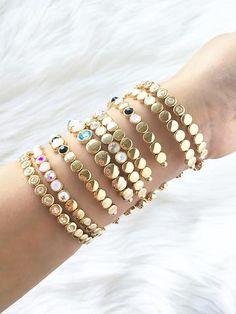 Love these pretty bangles Fall Fashion 2016, Autumn Fashion, Golden Jewelry, Jewellery Designs, Bangles, Bracelets, Fashion Inspiration, Walking, Gift Ideas