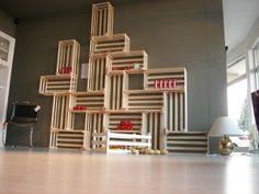 La libreria modulare besagnin arreda la parete che preferisco del mio nuovo micronegozio: è un'invenzione di Filippo Scorza dello studio Under Design. Scoprite di più sul suo estro qui: http://www.underdesign.net