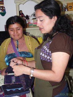 Todos los días en #Kuxlejal nos visitan las artesanas para entregarles nuevos pedidos o recibirles productos.