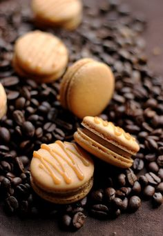Pumpkin Spice Latte Macaron 19 Sinfully Delicious Macarons That Are Almost Too Pretty To Eat Macarons, Macaron Cookies, Halloween Pumpkin Cookies, Pumpkin Cookie Recipe, Baking Recipes, Cookie Recipes, Dessert Recipes, Desserts, Macaroon Recipes