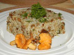 Kytičkový den  - Houbové rizoto z lišek-Na cibulce podusíme nakrájené lišky , okořeníme a vmícháme do uvařené rýže a zapečeme.