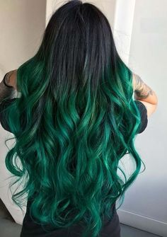 Find here so many amazing trends of green hair colors that are more suitable trends for long hair looks. Women who wanna make their long hair styles more cute than before they are advised to visit here for fresh hair colors. Cute Hair Colors, Green Hair Colors, Hair Dye Colors, Hair Color Blue, Cool Hair Color, Green Hair Ombre, Amazing Hair Color, Emerald Green Hair, Green Hair Streaks