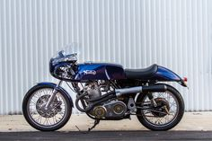 Hoofing bike! An astounding Norton Commando from Murray and his team at Cyclecraft Engineering in Perth, Western Australia. - via returnofthecaferacers.com