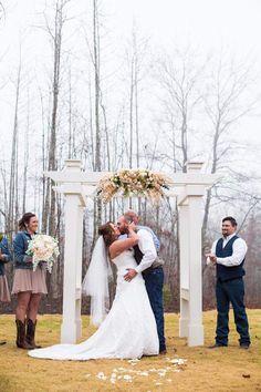 Pleasant Union Farm wedding | Photography Drake Photography | Venue Pleasant Union Farm #barnvenue #farmwedding #northgeorgiawedding #weddingvenue #wedding #bride #atlbride #rusticelegance #southerncharm #outdoorwedding #weddinginspiration #southernbride #georgiabride #gettingmarried #bridetobe #weddingplanning