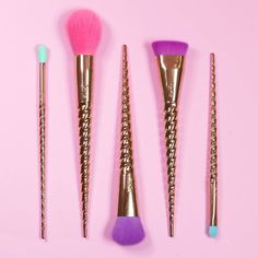 They say the wand chooses the wizard... But the #unicorn chooses the wand! ✨ Pick up our limited-edition magic wands brush set NOW on tarte.com before they disappear! #makebelieveinyourself #rethinknatural