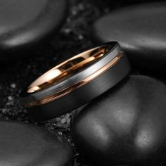 $39.99 #rosegoldplatedring #rosegold #rosegoldplatedring #groovedring #twotonering #rosegoldplatedring #kingwillrings KING WILL LOOP™ BLACK SILVER WITH THIN ROSE GOLD LINE RING