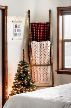 festive flair with this super easy DIY blanket ladder decorated for Chr. some festive flair with this super easy DIY blanket ladder decorated for Chr. Easy Home Decor, Handmade Home Decor, Cheap Home Decor, Diy House Decor, Easy Diy Room Decor, Winter Home Decor, Handmade Wooden, Farmhouse Christmas Decor, Christmas Home