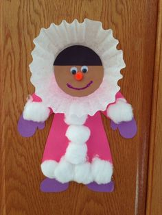 Eskimo craft - winter craft - preschool craft daycare crafts, k crafts, classroom crafts Winter Preschool Crafts Toddlers, Preschool Projects, Daycare Crafts, Winter Crafts For Kids, Classroom Crafts, Winter Kids, Preschool Art, Toddler Crafts, Craft Activities
