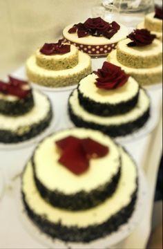 Buffet di miniwedding cakes Torta Chantilly con crema chantilly, crema alla nocciola e croccante alla gianduia. www.chantillyweb.eu