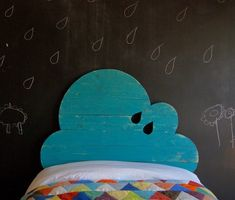 Cabecero infantil en forma de nube turquesa de madera de pino y fabricado de manera artesanal - Minimoi