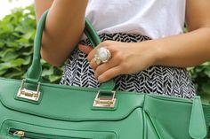 print skirt/ graphic tee/ colored handbag