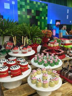 Bolo Minecraft, Minecraft Birthday Cake, Minecraft Crafts, Minecraft Party Decorations, Birthday Decorations, Mindcraft Party, 4 Tier Wedding Cake, Boy Birthday Parties, I Party