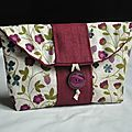 My first tutorial Lou Jovo Fabric Purses, Creation Couture, Thing 1, Cosmetic Bag, Purses And Bags, Needlework, Patches, Quilts, Sewing