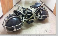 Uma moto sobre bolas :)