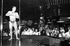 Męskie występy w nocnym klubie Joker w Łazienkach Północnych, 1993 rok.