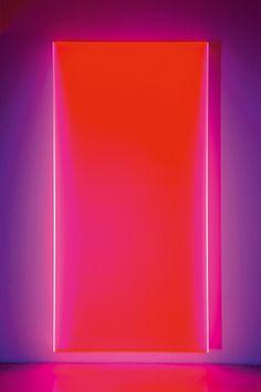 Regine Schumann: color satin maisach – 2016, Acrylglas fluoreszierend / Acrylic glass fluorescent, 220 x 110 x 15 cm