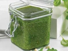 Be tempted by this easy Asparagus pesto recipe Sauces, Pesto Recipe, Gravy, Hummus, Asparagus, Mason Jars, Dip, Dressing, Pasta