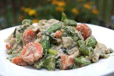 Raw, vegan, hearty: Sugar snap peas in cream sauce over soba noodles. Alkaline Diet Recipes, Healthy Recipes, Cashew Cream, Soba Noodles, Sugar Snap Peas, Vegan Foods, Vegan Dinners, Vegan Gluten Free, Healthy Eating