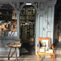 rosbyamshaw: Lovely wooden booths selling second-hand books lining the avenue along the edge of the botanical gardens, Madrid