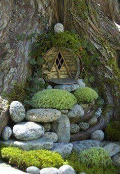 Elves Faeries Gnomes: A Hobbit entrance into a tree. Fairy Garden Houses, Gnome Garden, Garden Art, Fairy Gardens, Miniature Gardens, Garden Kids, Fairies Garden, Hobbit Garden, Fairy Garden Doors