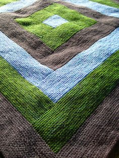Log Cabin Blanket by Cara Davis. Tutorial for free: http://www.januaryone.com/archives/2006/06/how_to_build_a_log_cabin.php