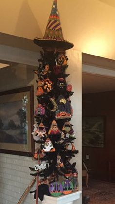 Halloween tree with needlepoint ornaments Halloween Tree Decorations, Halloween Trees, Halloween 2018, Halloween Crafts, All Saints Day, Halloween Cross Stitches, Cross Stitch Finishing, Needlepoint Designs, Camper Interior