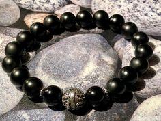 Handgefertigtes Herren-Armband aus Onyx matt und glänzend und Kugel aus Silber 925. Ein echtes Unikat. Kugel, Beaded Bracelets, Jewelry, Semi Precious Beads, Handcrafted Jewelry, Beads, Jewlery, Bijoux, Pearl Bracelets