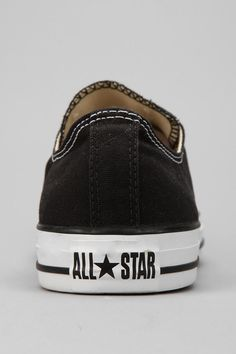 6ae0271b4329fb Converse Chuck Taylor All Star Men s Low-Top Sneaker - Urban Outfitters  Tanzschuhe
