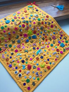 Sensory rug Baby activity mat Stroller toy This is a small but absolutely wonderful toy for a baby! Mat cm (possible options) is completely filled with buttons and different objects. Depending on the theme, the items on the Mat will be different. Babysitting Activities, Sensory Activities, Infant Activities, Diy Sensory Toys, Baby Sensory Play, Baby Play, Sensory Wall, Baby Crafts, Crafts For Kids