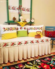 Kendinyap, Sedir, Kırlent, Kanaviçe, Sarı, Yeşil Divan Sofa, Designer Bed Sheets, Ramadan Decorations, Couch Covers, Indian Home Decor, Bed Styling, Baby Knitting Patterns, Sofa Set, Home And Living