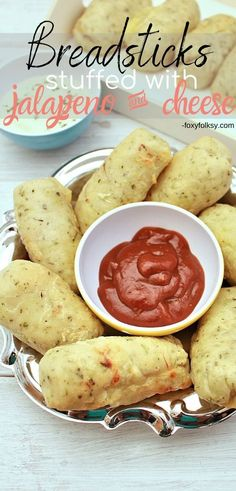 Get addicted to these homemade breadsticks stuffed with jalapeno and your favorite cheese. They are so soft and taste wonderful from different herbs and olive oil. Side Dish Recipes, Soup Recipes, Side Dishes, Homemade Breadsticks, Happy Cook, Jalapeno Cheese, Appetizer Salads, Appetizers, Recipe For Mom