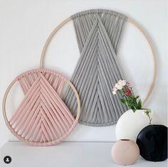 Macrame Wall Hanging Diy, Macrame Art, Macrame Design, Macrame Projects, Macrame Knots, Yarn Crafts, Sewing Crafts, Boho Diy, Macrame Patterns
