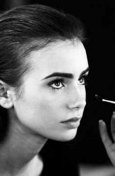 Hair and Make-up by Steph: Lily Collins Love her eyebrows! Beauty Makeup, Hair Makeup, Hair Beauty, Eye Makeup, Lilly Collins Eyebrows, Style Lily Collins, Lilly Collins Makeup, Lilly Collins Hair, Pretty People