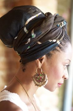 head wrap: I wish I knew how to pull this off. I find it so beautiful  elegant.